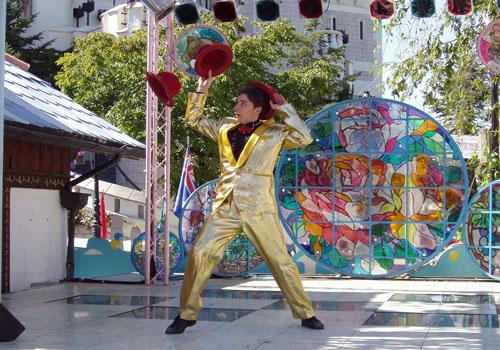 Акробаты и жонглеры
