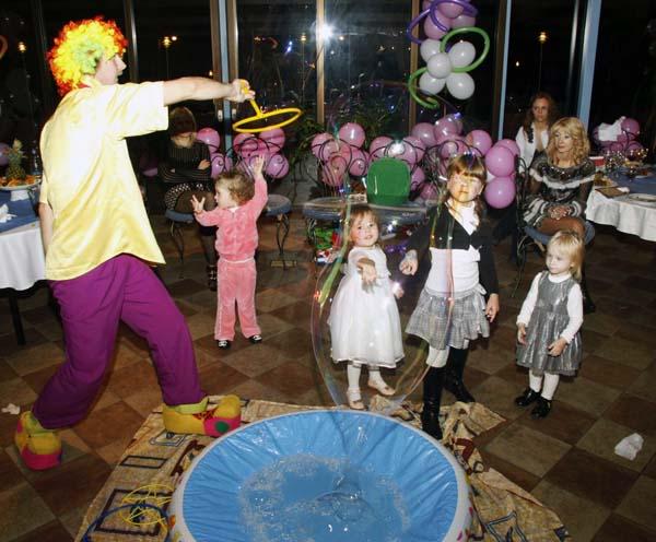 Заказать шоу мыльных пузырей, больших и гигантсиких, для детей
