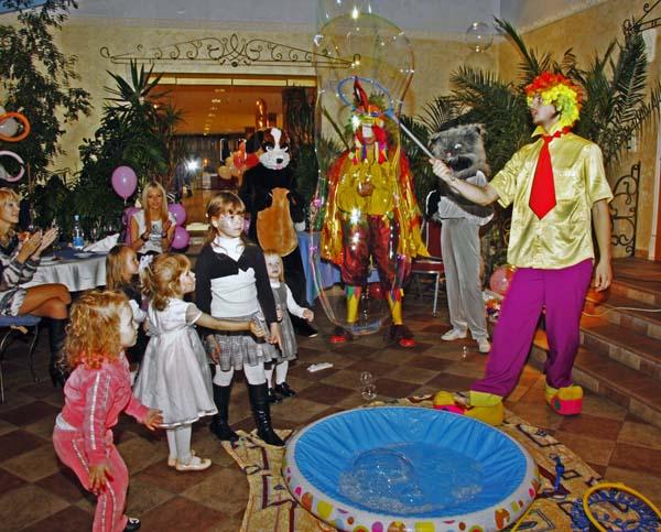 Заказать шоу мыльных пузырей, больших и гигантских, для детей
